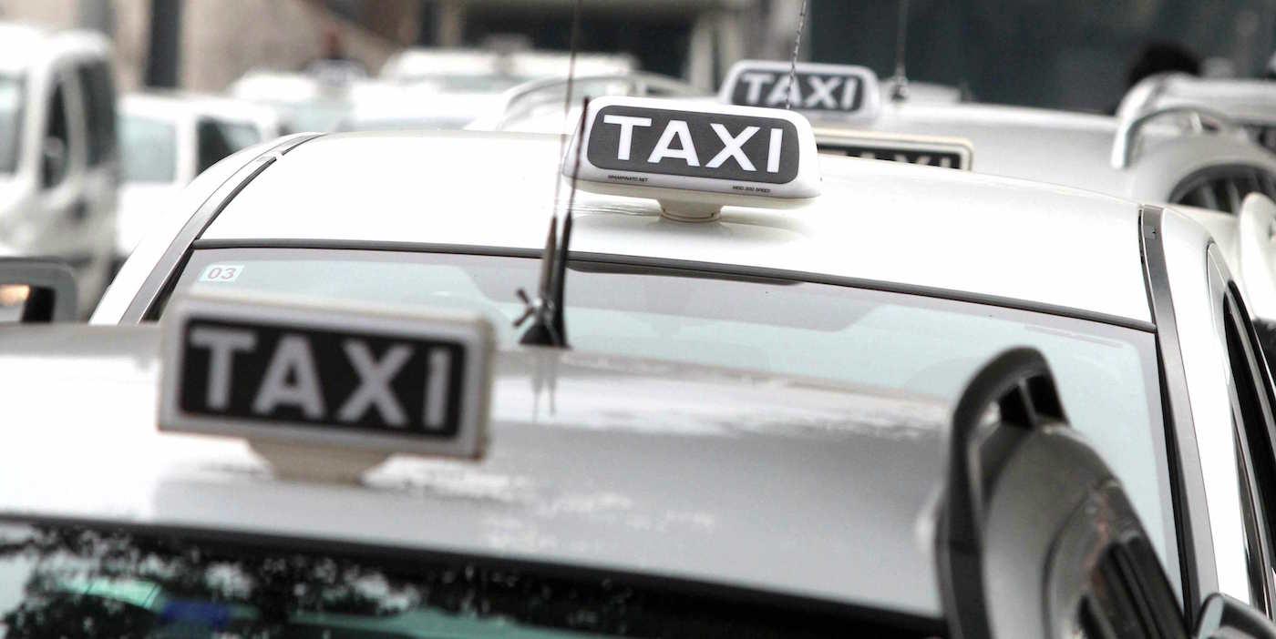 Taxi: Raggi complice di scioperi selvaggi e illegali