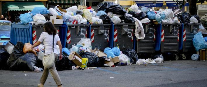 Rifiuti: Raggi contro i principi del M5S. Unica attività non può essere chiedere alla Regioni di portare i rifiuti altrove