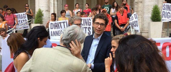 Migranti: attivisti incatenati a ingresso Ministero dei Trasporti,  Magi e Manconi invitati a mediare chiedono incontro a Toninelli