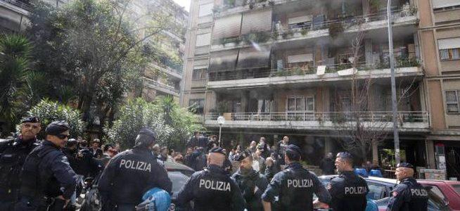 """Casal Bruciato: a Roma in corso """"tour dell'odio"""", situazione fuori controllo"""